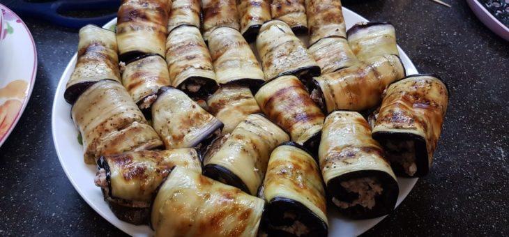 Рулетики из баклажан с ореховой пастой.