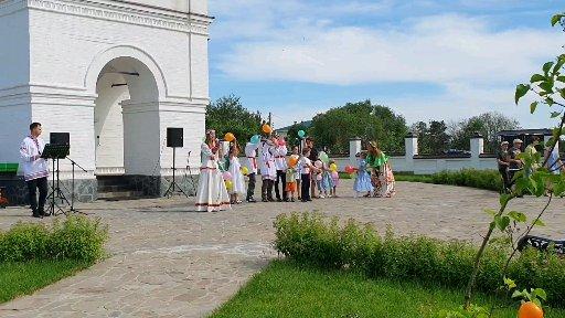 Детский праздничный концерт на Святую Троицу.