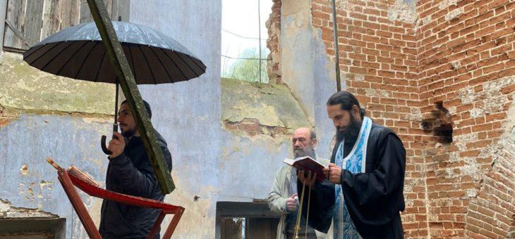 В Покровском храме села Хозцы совершился молебен с акафистом.